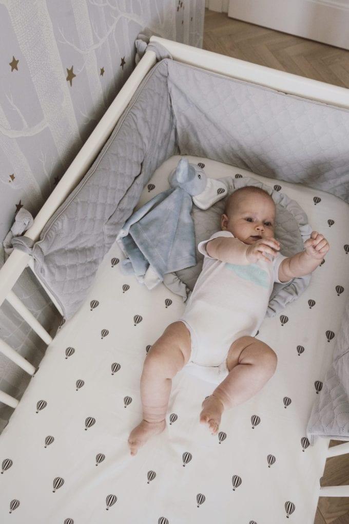 plaska poduszka dla najmlodszych szara 2030