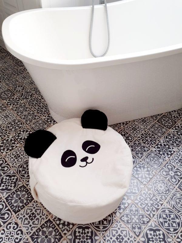 mini puf biala panda mini pyfa worek mini pufa do pokoiku dzieciecego mini pufa z wypelnieniem siedzisko dla dzieci