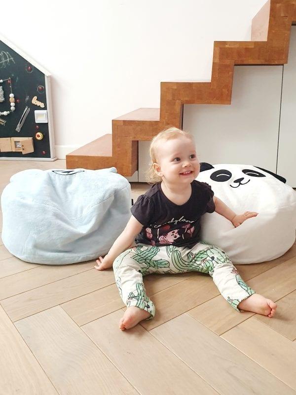 mini puf z wypelnieniem mini pufa dla dzieci mini pufa do pokoiku siedzisko dla dzieci biala panda blekitny mis
