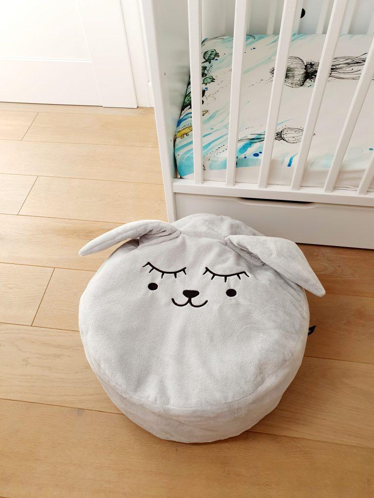 szary zajac mr grey mini pufa do pokoiku dzieciecego mini pufa dla dzieci mini puf worek mini pufa dziecieca