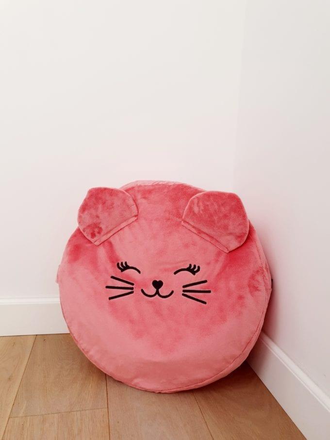 truskawkowy kotek z wypelnieniem mini pufa dla dzieci mini pufa do pokoiku siedzisko dla dzieci