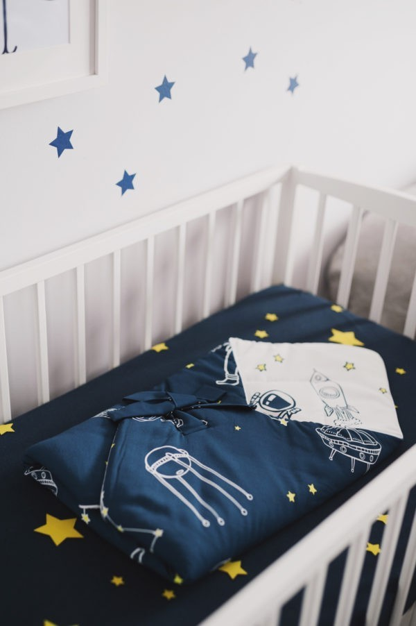 rozek niemowlecy kosmos ciemny w lozeczku