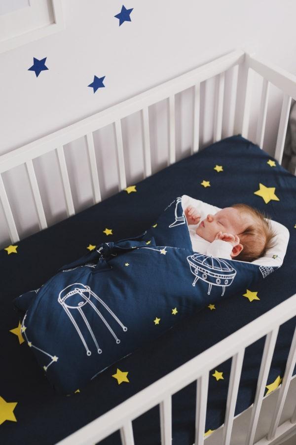 rozek niemowlecy kosmos ciemny z dzieckiem
