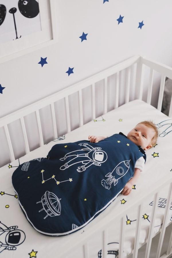 spiworek niemowlecy 0 4 kosmos ciemny z dzieckiem