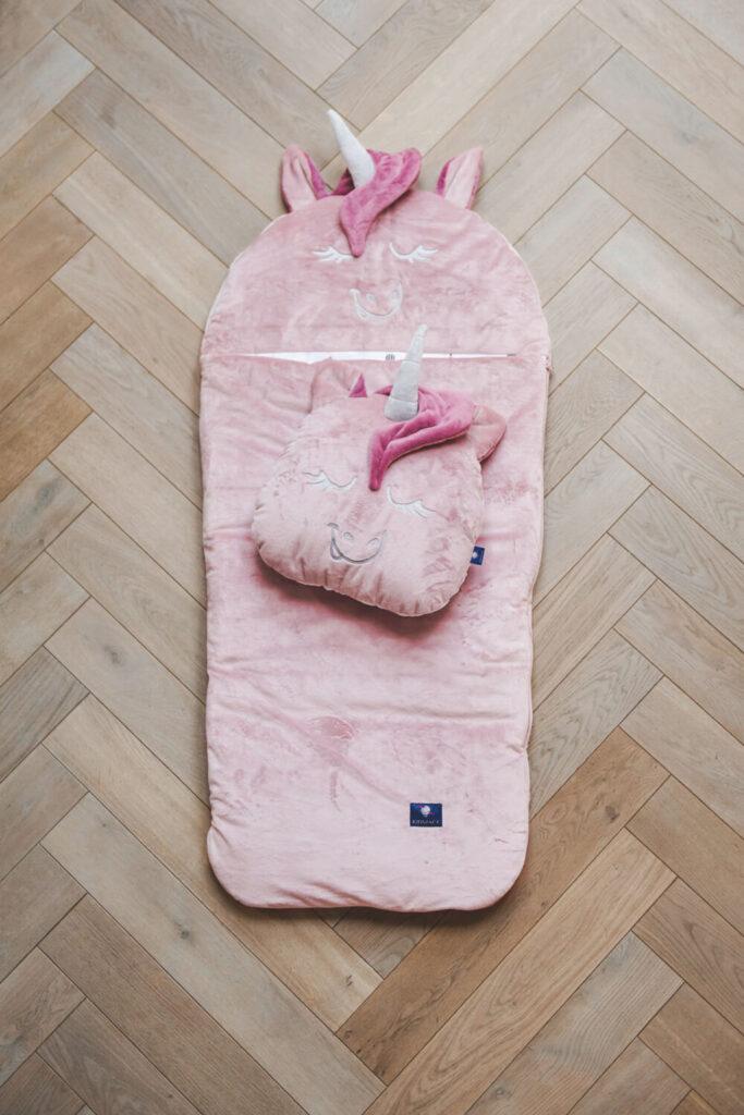 spiworek i poduszka jednorozec