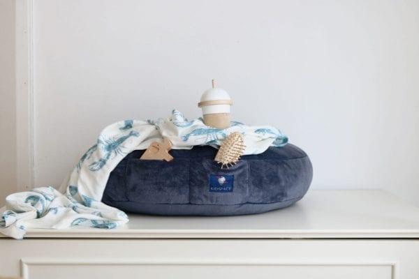 poduszka do karmienia grafitowa kieszonki otulacz lobster blue