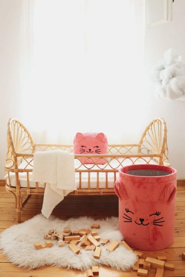 kosz truskawkowy kotek i poduszka truskawkowy kotek