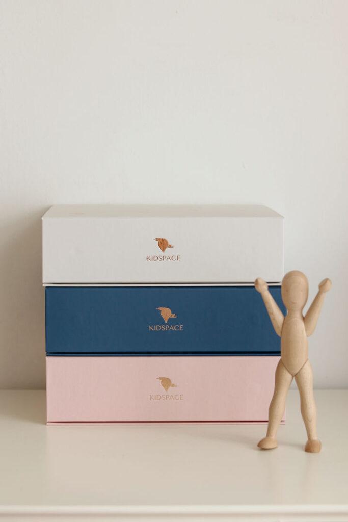 momenst box beige navy pink