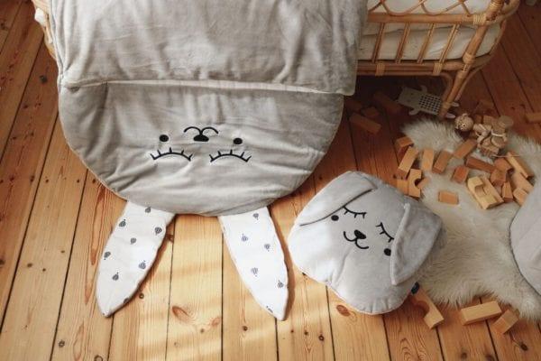 spiworek i poduszka szary zajac