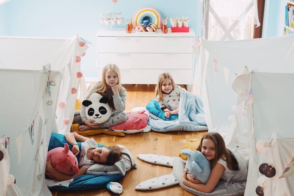 sleepover party z dziecmi 4