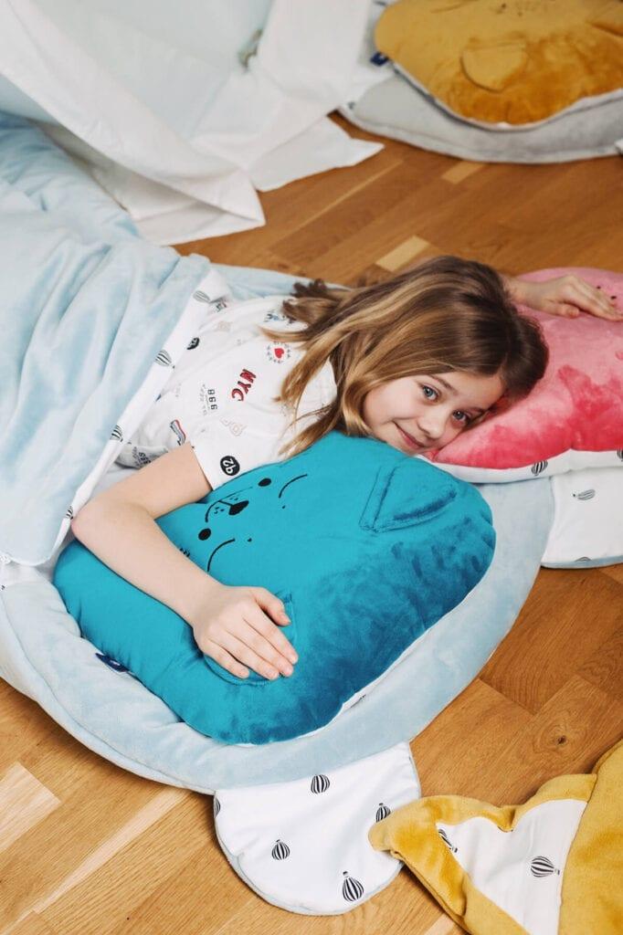 sleepover party zblizenie mis i poduszki