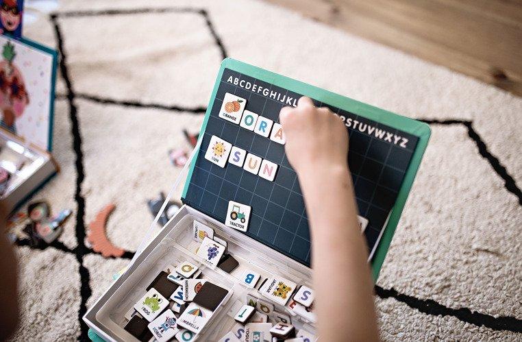 Układanka magnetyczna dla dzieci: Alfabet od Janod
