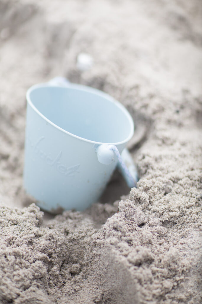 Silikonowe wiaderko do piasku i wody Scrunch Bucket – Błękitne