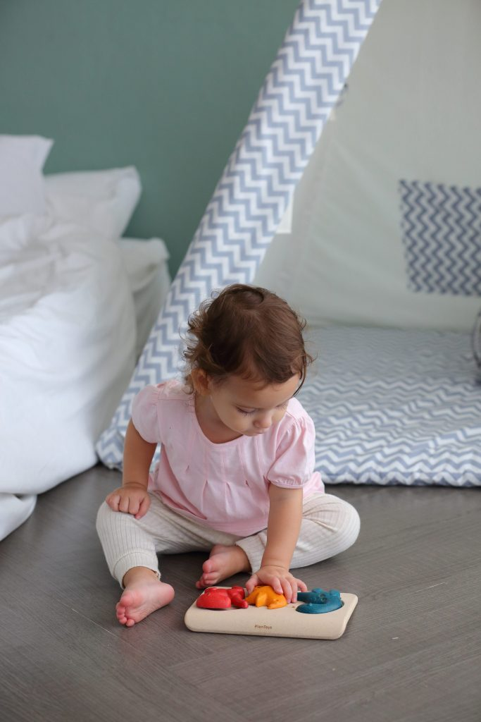 Drewniane puzzle z dinozaurami od Plan Toys