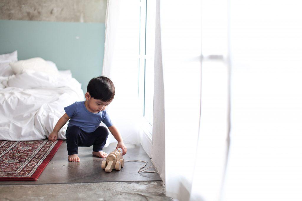 Bliżej Natury – Tańczący Krokodyl do ciągniecia od Plan Toys
