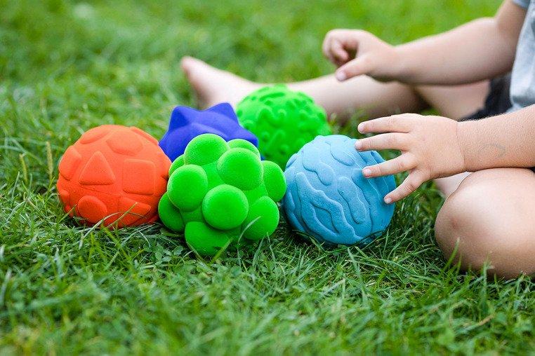 Sensoryczna piłka edukacyjna dla dzieci, pomarańczowa od Rubbabu