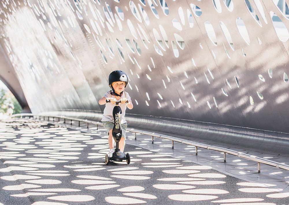 Kask dla dzieci 1-5 lat Black&Gold od Scoot And Ride Limitowana Edycja