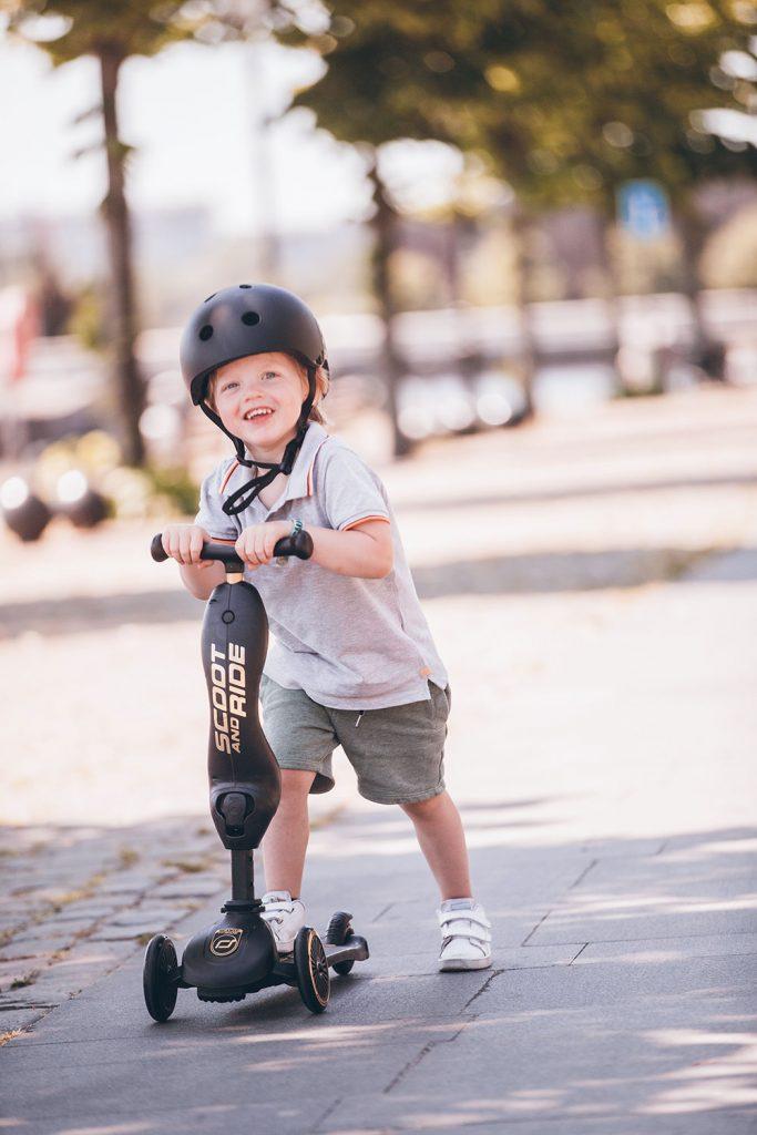 Hulajnoga jeździk 2w1 Highwaykick 1 dla dzieci 1-5 lat w kolorze Black&Gold od Scoot And Ride Limitowana Edycja